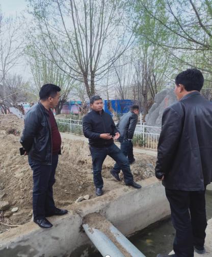 县水务局组织查看塔荣镇林岗村2组搬迁户供水工程